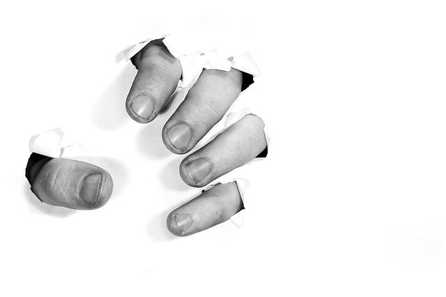 fingers-1153119_640